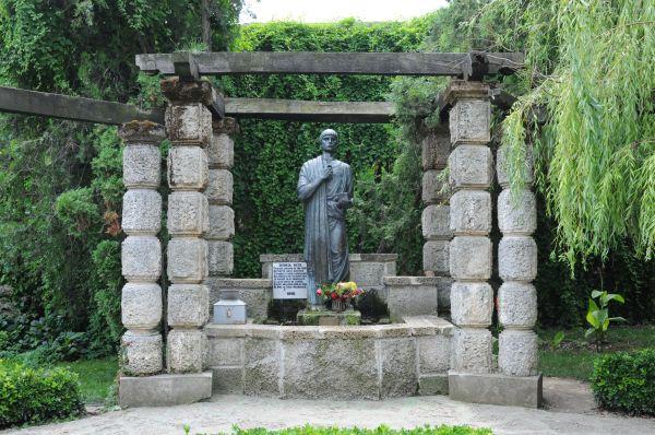 Techirghiol – Statuia lui Pantelimon şi îndeplinirea dorinţelor