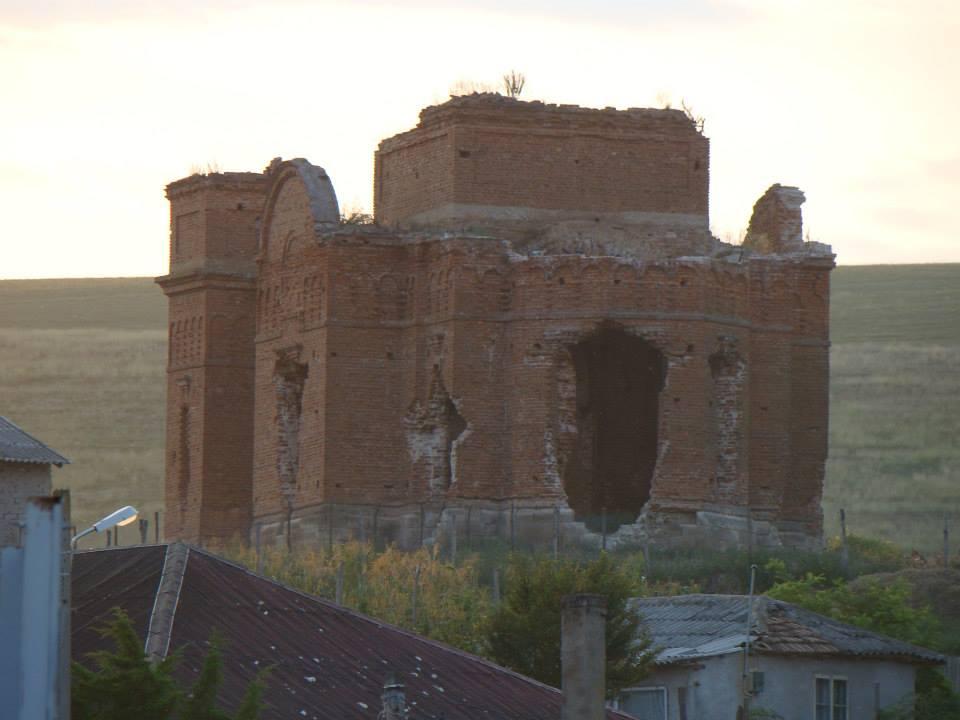 Biserica părăsită de la Dobromir