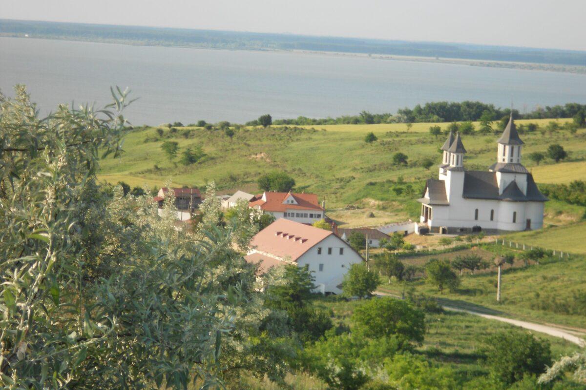 Strunga, satul cu cinci oameni şi biserica veche de un secol