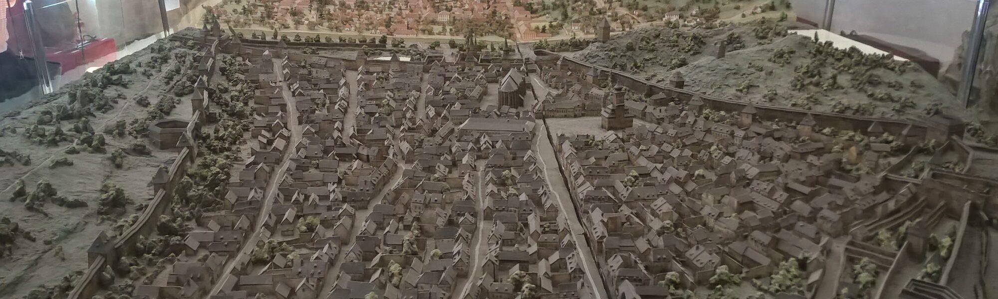 """Comorile mai puțin știute ale Brașovului – I – Muzeul """"Bastionul Țesătorilor"""" și vechea machetă a orașului"""