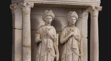 Muzeul de Istorie Constanța: Aediculă cu dubla reprezentare a Zeiței NEMESIS