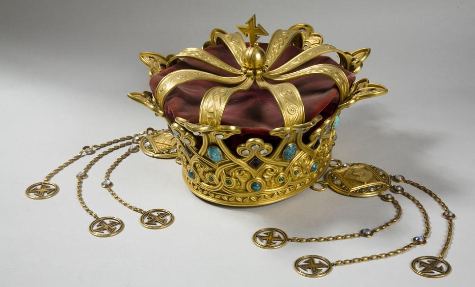 COROANA REGINEI MARIA: 1,8 kg de aur din Transilvania, smaralde, rubine, opal și turcoaz