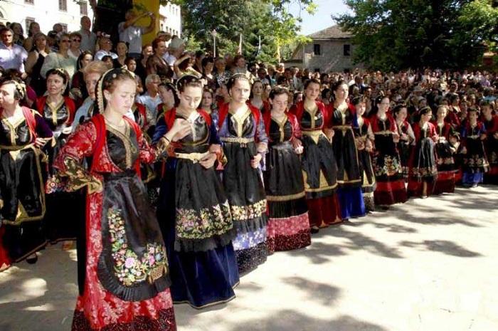 Aromânii din Albania, parte a grupului românilor balcanici, recunoscuți ca minoritate