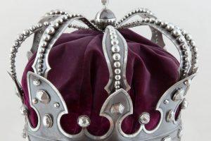Coroana de oţel a regilor României, din oțelul unui tun turcesc capturat la Plevna